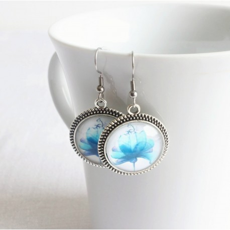 Náušnice na háčiku - Maľovaný kvet modrá