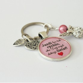 Kľúčenka - Jazdi len tak rýchlo, ako tvoj anjel dokáže lietať ružová